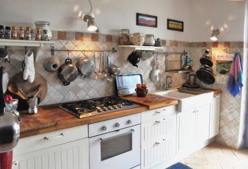 L'attrezzata  e comoda cucina